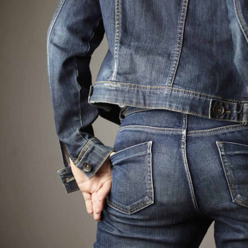 jeans-detail-dressed-by-model_150588-28
